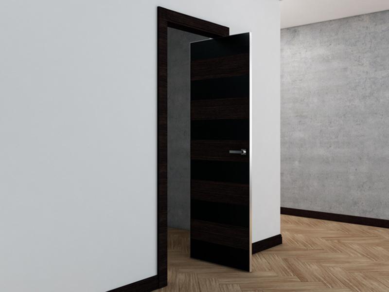 Поворотная дверь открытая